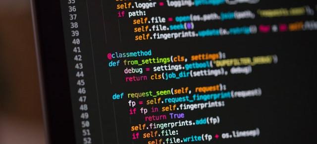 Pantalla de un ordenador que muestra un código fuente