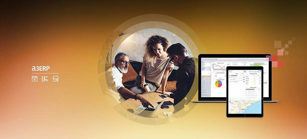 Tres personas que discuten datos de la empresa. Pantallas de a3erp